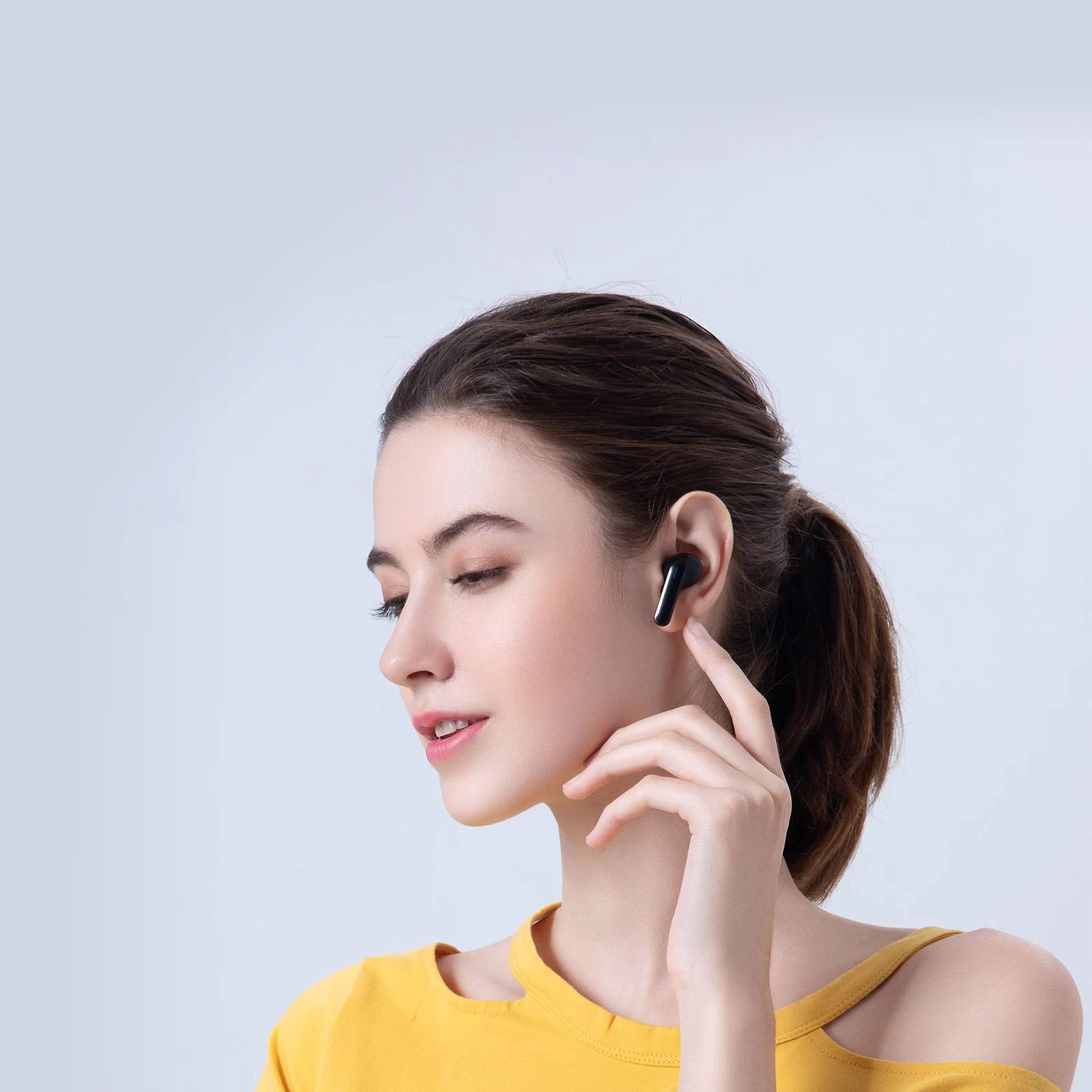 Haylou GT3 Pro Photo woman with headphone